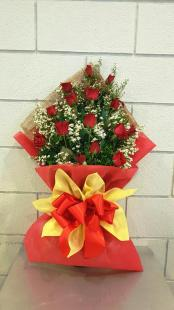 Bouquet 12 roses Valentine Delivery reliable online flower shop